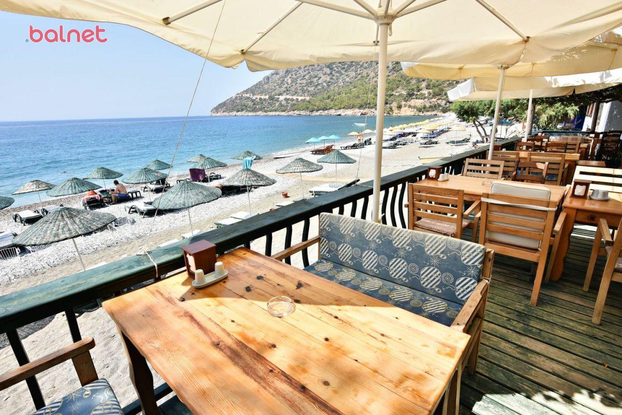 Restaurant ve Deniz Manzarası