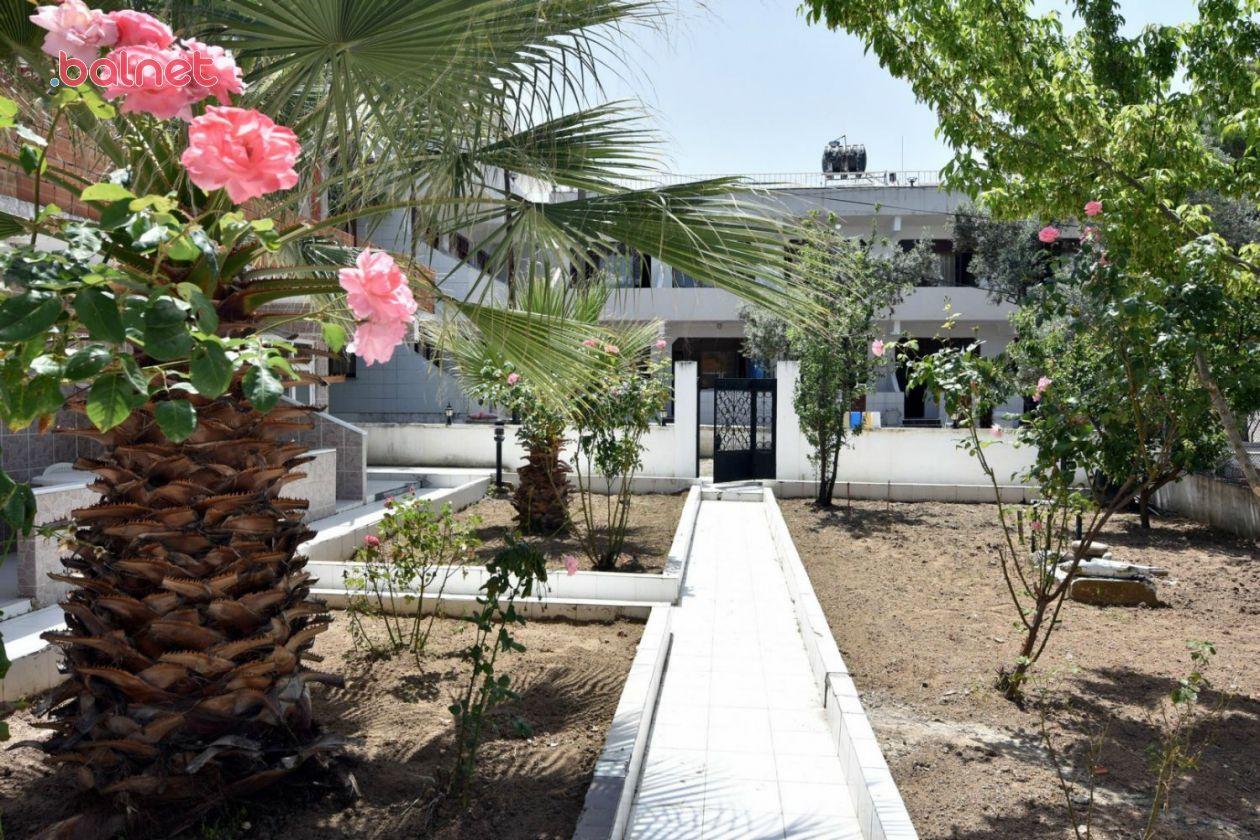Motelimiz ve Bahçesi