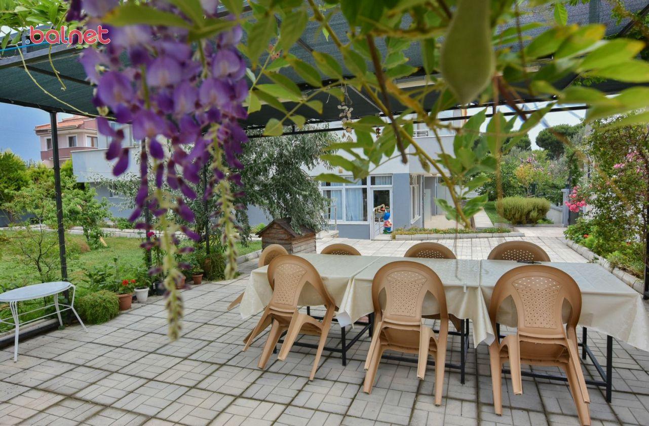 Apart Pansiyonumuzun Bahçesi
