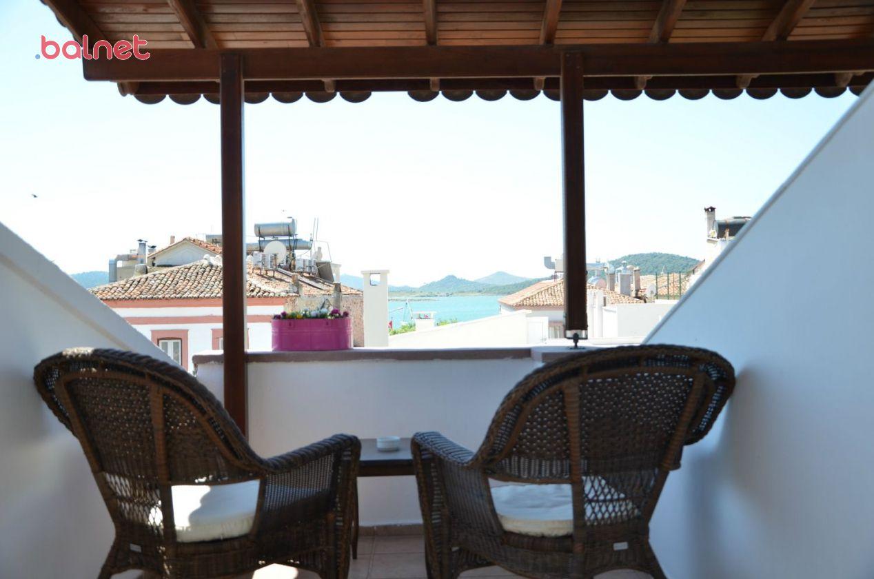 Deniz Manzaralı Teras Odamızın Balkonu