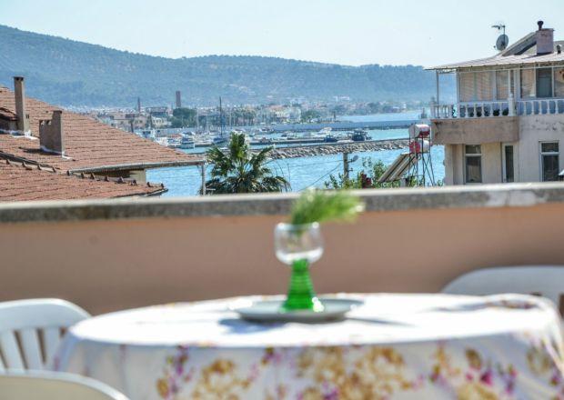 5 Kişilik Çatı Katı Apart Dairemizin Balkonundan Deniz Manzarası