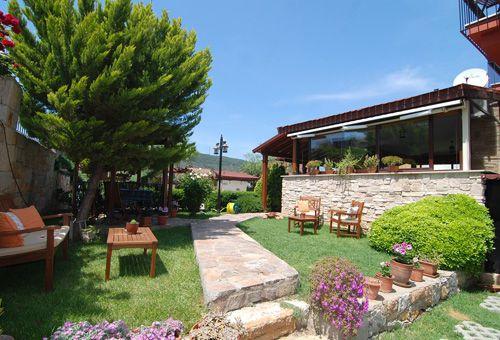 Bahçemiz ve Restaurantımızın Girişi