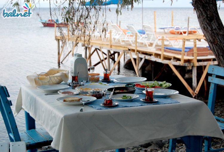 Deniz Kenarında Sabah Kahvaltısı