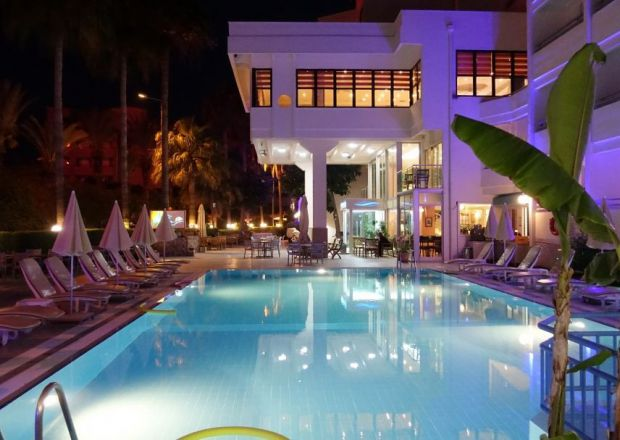 Hotel Sesin ve havuz