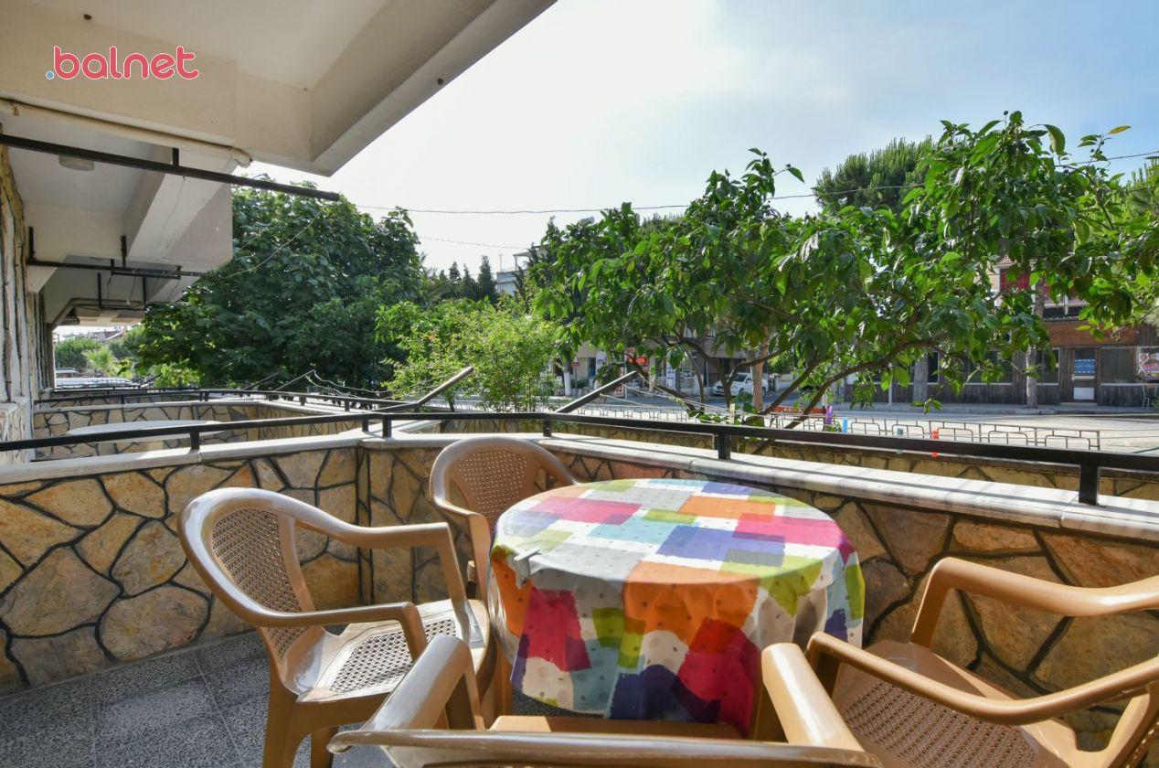 Üç Kişilik Mutfaklı Dairemizin Balkonu