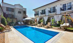 Otelimiz ve Havuz