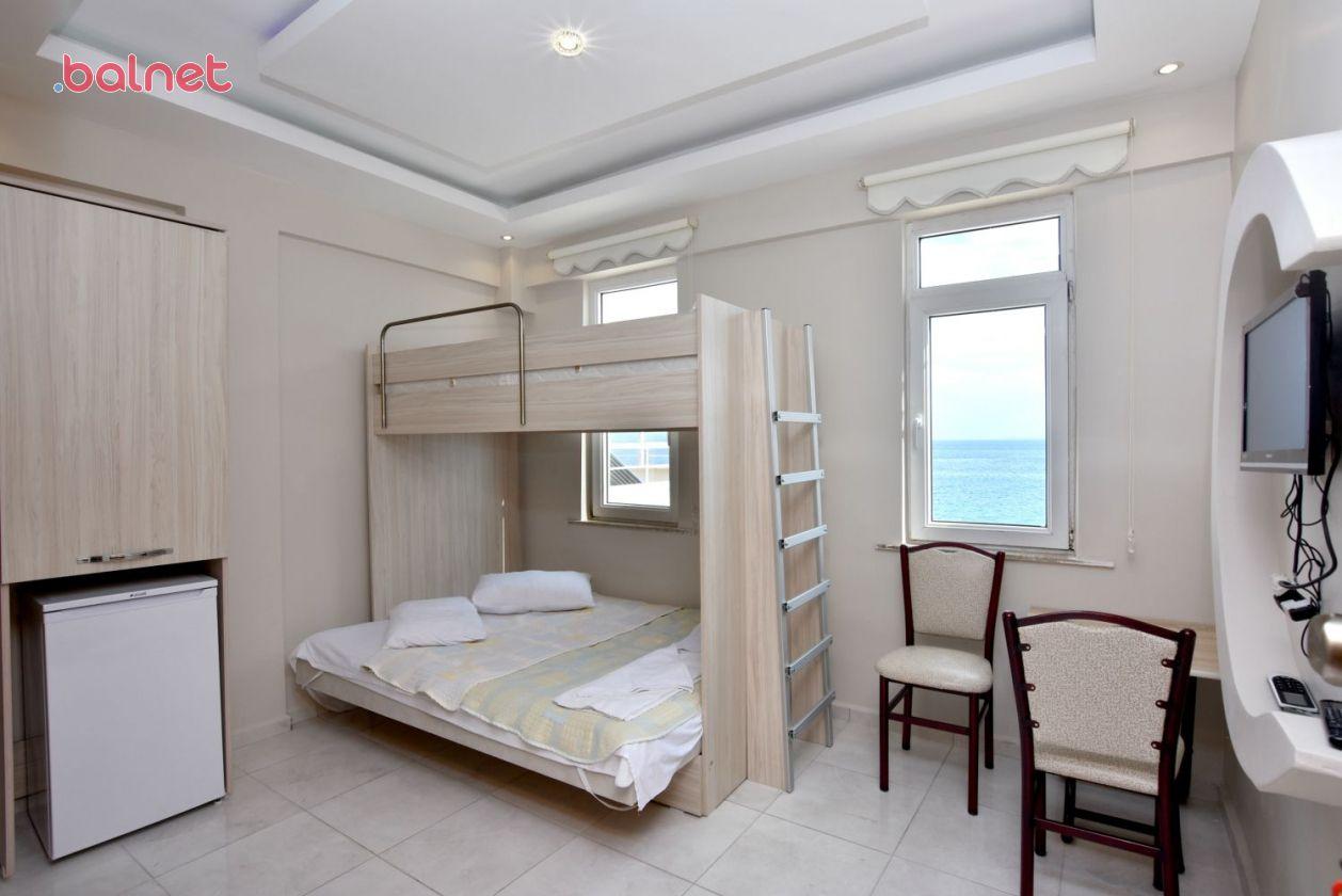 Deniz Manzaralı Odamız
