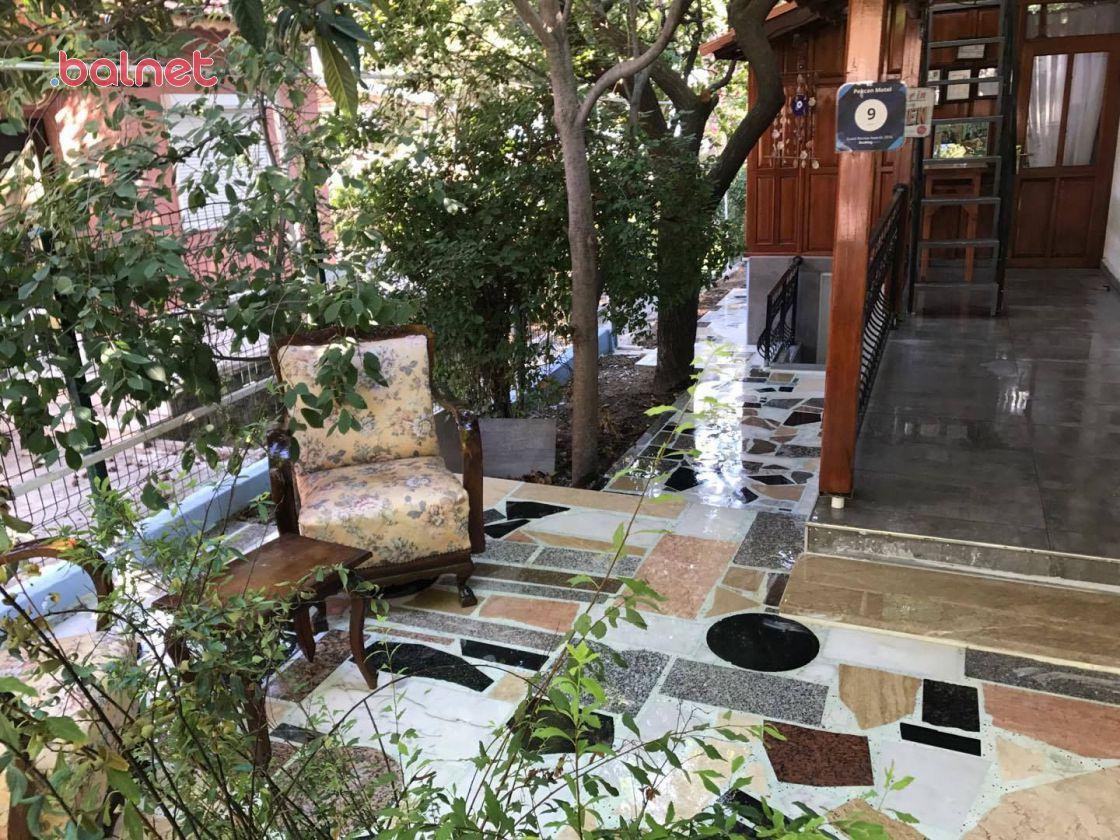 Bahçeden Otelimize Giriş